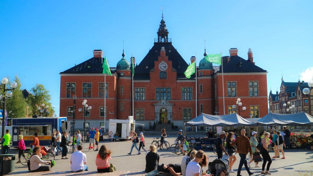 Rådhustorget, Umeås vanligaste mötesplats och en givet ställe att slicka i sig sin glass på