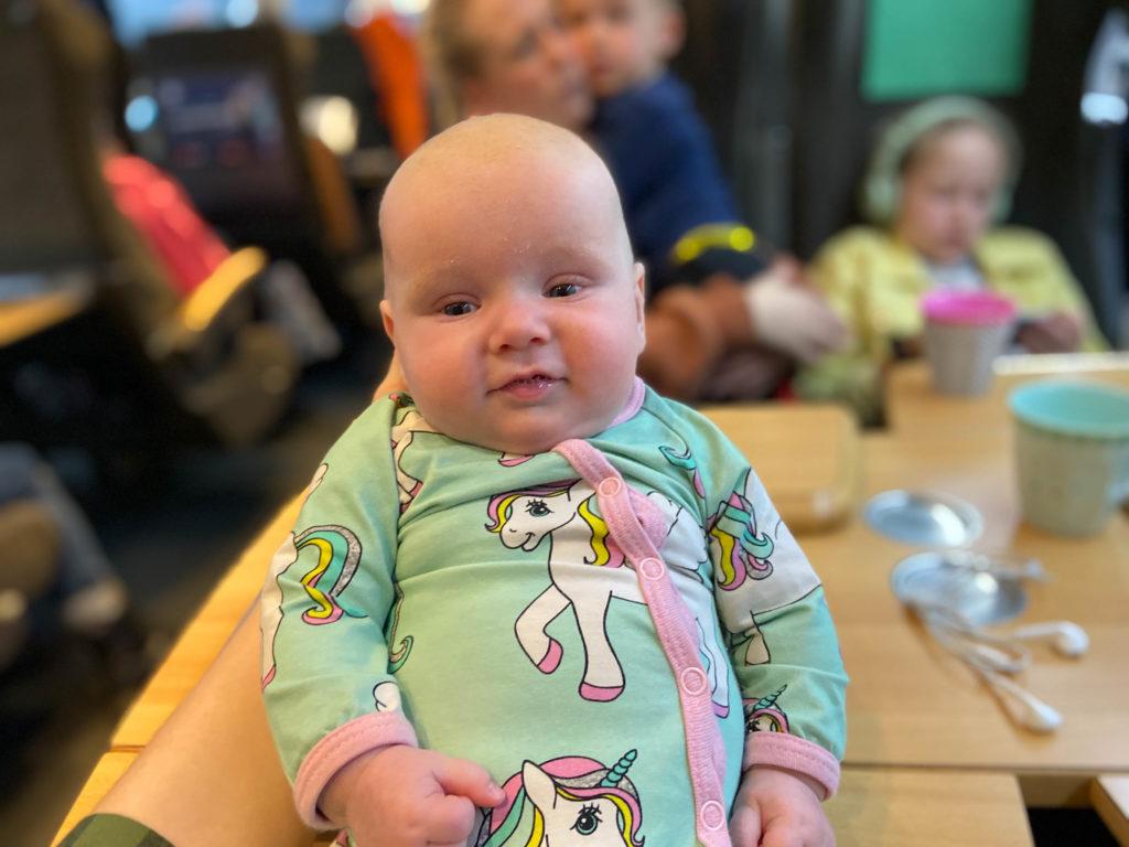 tåg med spädbarn