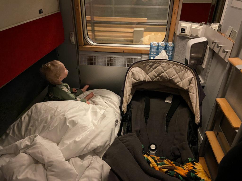 sova på nattåg med barn andra klass
